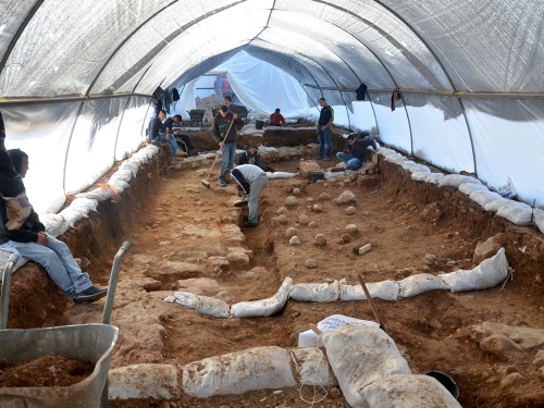 The excavation site in the Russian Compound. One can see the sling stones on the floor, which are tangible evidence of the battle that was waged here 2,000 years ago. Photographic credit: Yoli Shwartz, courtesy of the Israel Antiquities Authority.